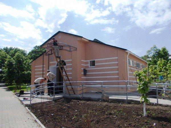 Открытие общественного туалета в Артемовске под вопросом: до сих пор не определись с ценой и обнаружили строительные недочеты, фото-1