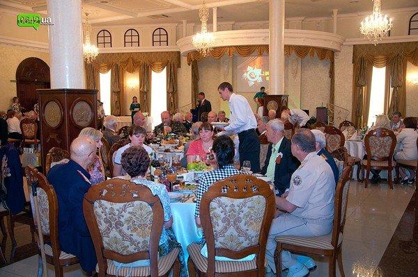 В Луганске для ветеранов организовали праздничный обед (ФОТО), фото-3