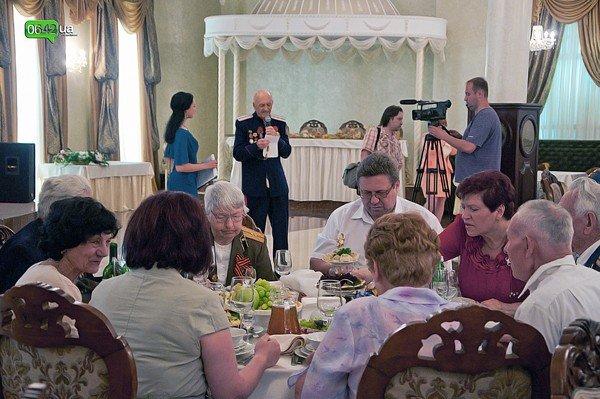 В Луганске для ветеранов организовали праздничный обед (ФОТО), фото-1