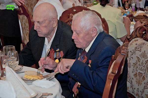 В Луганске для ветеранов организовали праздничный обед (ФОТО), фото-6