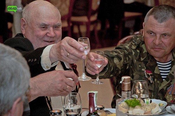 В Луганске для ветеранов организовали праздничный обед (ФОТО), фото-5