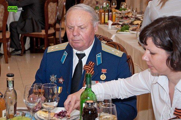 В Луганске для ветеранов организовали праздничный обед (ФОТО), фото-8