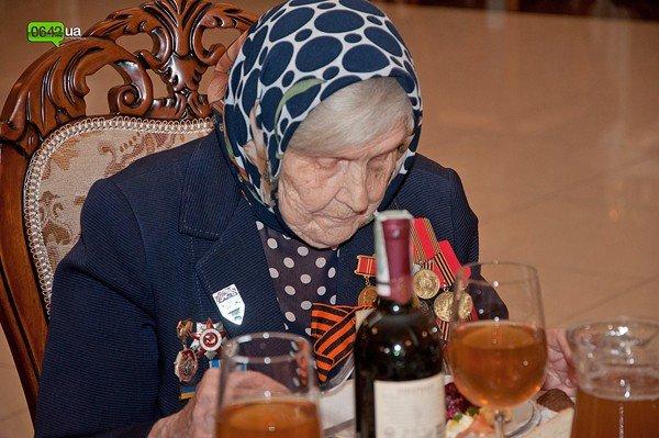 В Луганске для ветеранов организовали праздничный обед (ФОТО), фото-11