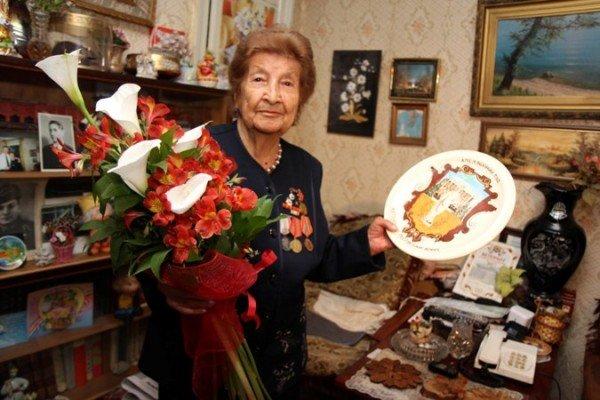 В Симферополе с Днем Победы поздравили 90-летнюю судью в отставке (ФОТО), фото-2