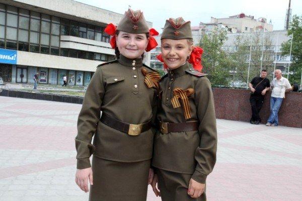 В Симферополе молодежь повязывает «георгиевские ленты» куда придется (ФОТО), фото-1