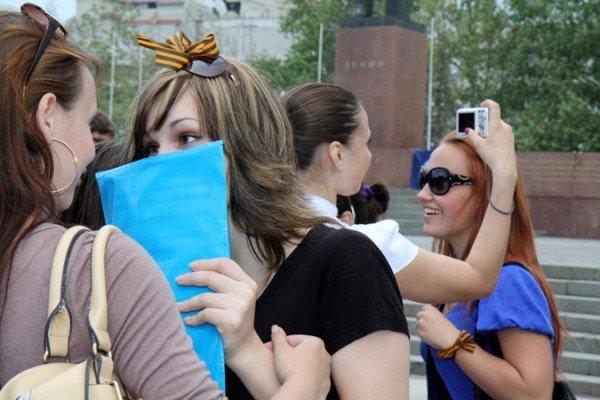 В Симферополе молодежь повязывает «георгиевские ленты» куда придется (ФОТО), фото-3