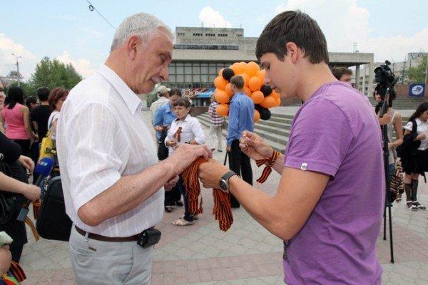 В Симферополе молодежь повязывает «георгиевские ленты» куда придется (ФОТО), фото-4