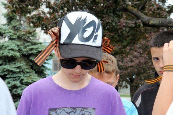 В Симферополе молодежь повязывает «георгиевские ленты» куда придется (ФОТО), фото-5