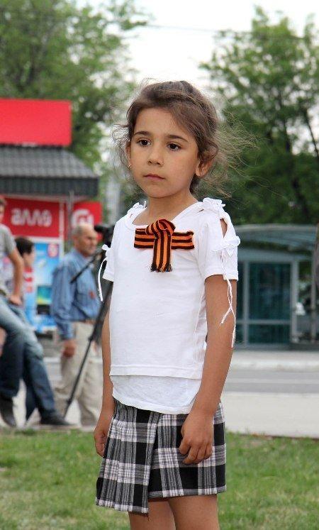 В Симферополе молодежь повязывает «георгиевские ленты» куда придется (ФОТО), фото-8