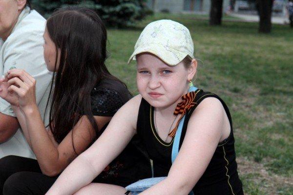 В Симферополе молодежь повязывает «георгиевские ленты» куда придется (ФОТО), фото-9