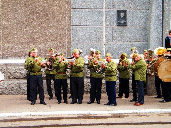 В честь Дня Победы по главной улице Горловки прошла тяжелая бронетехника, фото-1