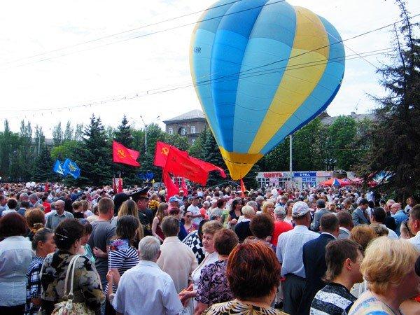 В честь Дня Победы по главной улице Горловки прошла тяжелая бронетехника, фото-2