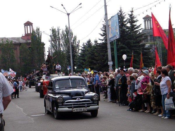 В честь Дня Победы по главной улице Горловки прошла тяжелая бронетехника, фото-3
