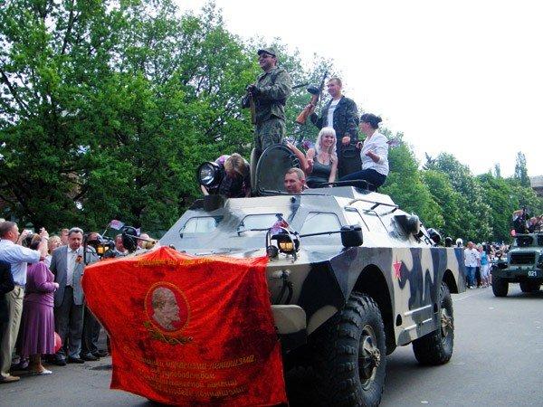 В честь Дня Победы по главной улице Горловки прошла тяжелая бронетехника, фото-4