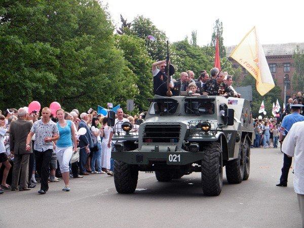 В честь Дня Победы по главной улице Горловки прошла тяжелая бронетехника, фото-5