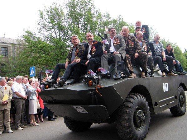 В честь Дня Победы по главной улице Горловки прошла тяжелая бронетехника, фото-6