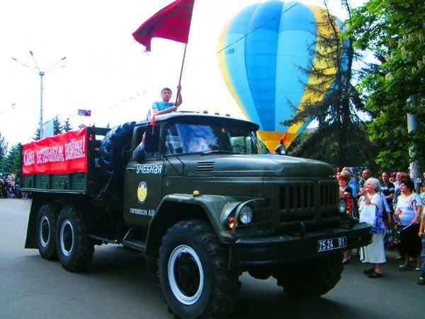 В честь Дня Победы по главной улице Горловки прошла тяжелая бронетехника, фото-7