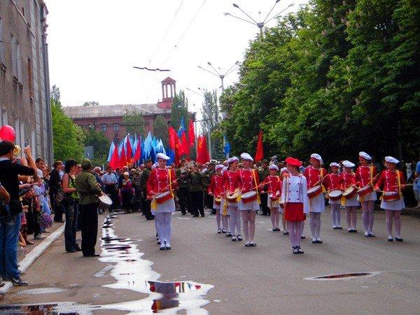 В честь Дня Победы по главной улице Горловки прошла тяжелая бронетехника, фото-9