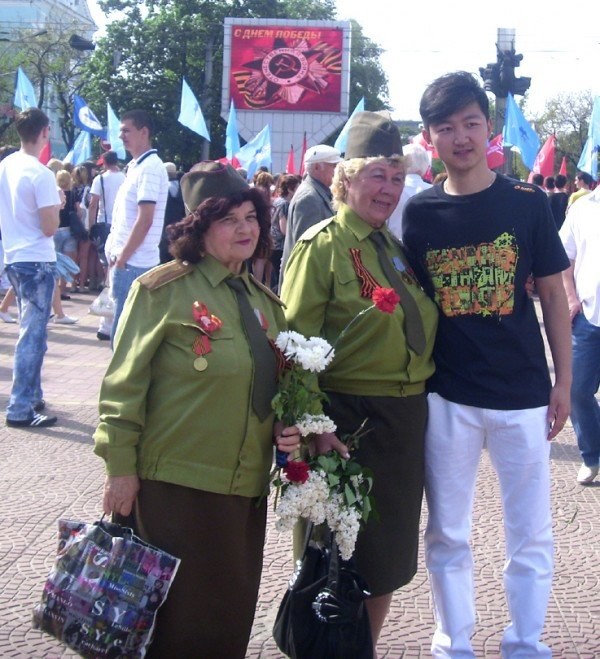День Победы в Луганске прошел под голубыми и красными знаменами (ФОТО), фото-3