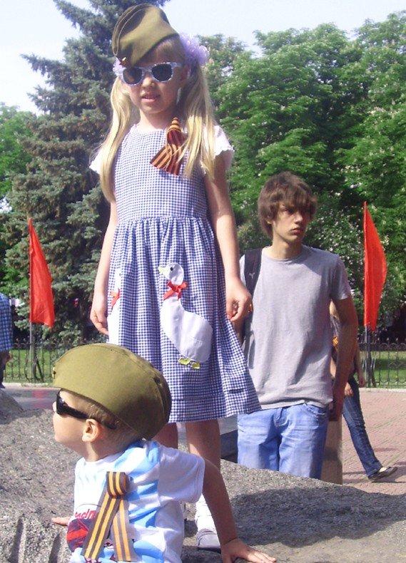 День Победы в Луганске прошел под голубыми и красными знаменами (ФОТО), фото-4