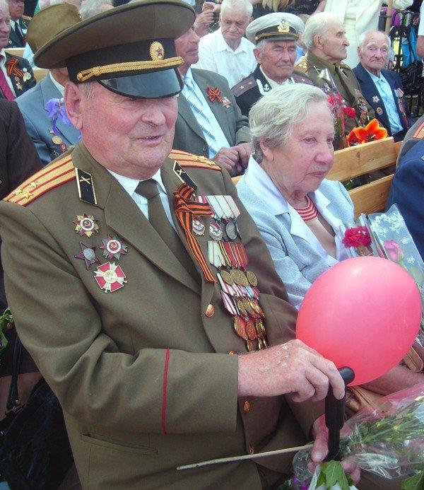 День Победы в Луганске прошел под голубыми и красными знаменами (ФОТО), фото-7