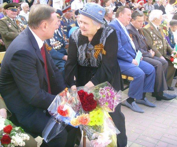 День Победы в Луганске прошел под голубыми и красными знаменами (ФОТО), фото-8