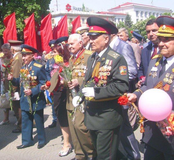 День Победы в Луганске прошел под голубыми и красными знаменами (ФОТО), фото-12