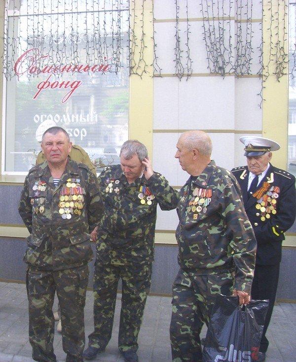 День Победы в Луганске прошел под голубыми и красными знаменами (ФОТО), фото-1