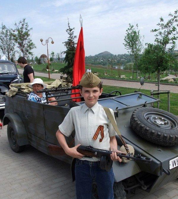 В Донецке прошла выставка ретро-автомобилей  (фото), фото-3