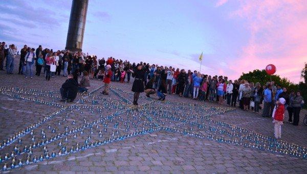 10-метрова зірка запалала на Монументі Слави, фото-1