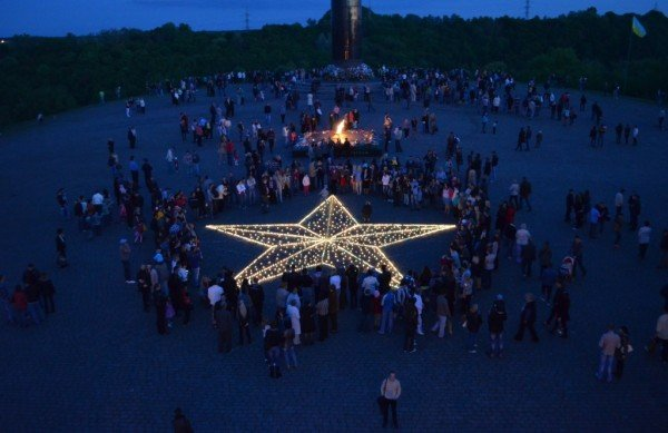 10-метрова зірка запалала на Монументі Слави, фото-4