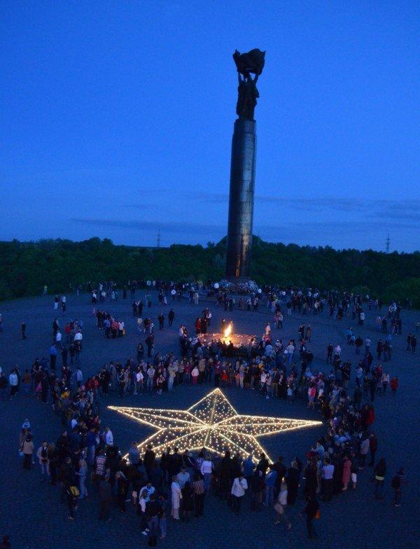 10-метрова зірка запалала на Монументі Слави, фото-5