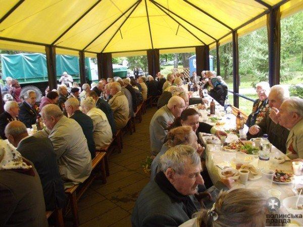 До Дня Перемоги луцька мерія організувала святковий стіл для ветеранів (ФОТО), фото-2