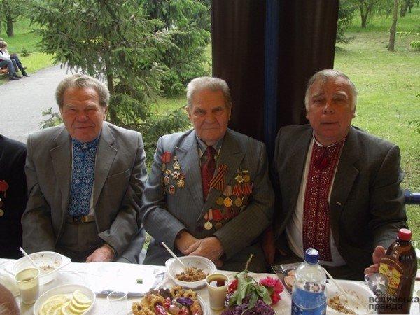 До Дня Перемоги луцька мерія організувала святковий стіл для ветеранів (ФОТО), фото-1