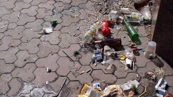 Кучи мусора и заплеванный фонтан. Кто виноват: коммунальщики или горловчане?, фото-6