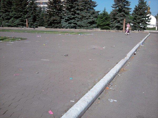 Кучи мусора и заплеванный фонтан. Кто виноват: коммунальщики или горловчане?, фото-2