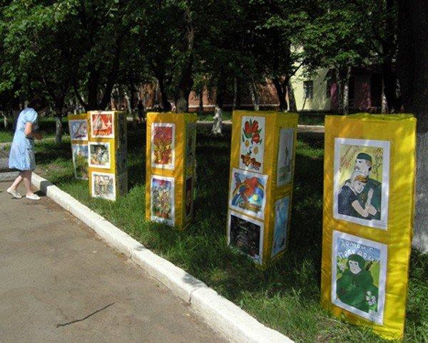 Школьников, изготовивших лучшие открытки к 9 мая, отметили грамотами, фото-3