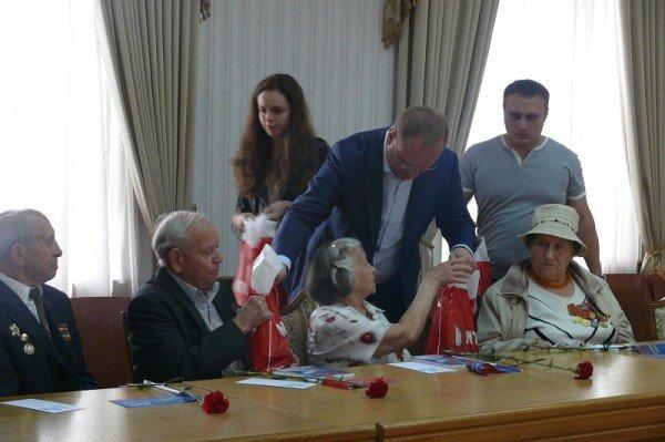 В Ялте накануне Дня Победы чествовали ветеранов, фото-11