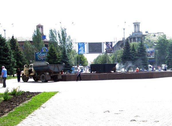 После публикации на сайте 06242 коммунальщики вычистили главный фонтан Горловки, фото-3