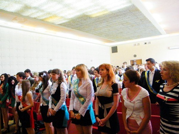 Успехи системы образования Горловки: среди нынешних выпускников 97 медалистов, фото-1