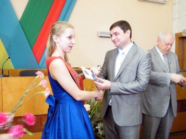 Успехи системы образования Горловки: среди нынешних выпускников 97 медалистов, фото-2