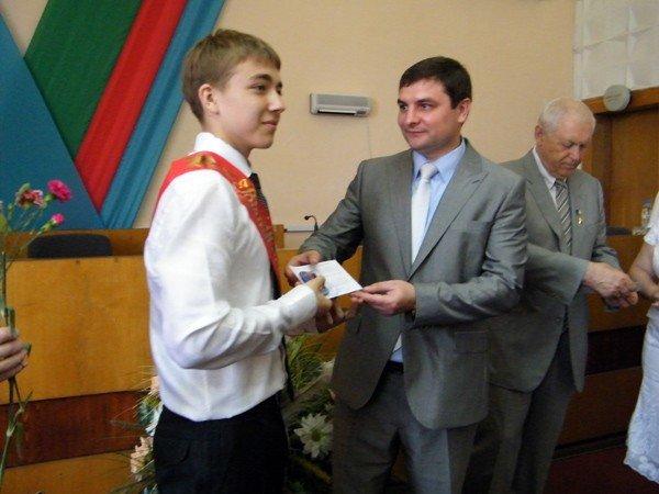 Успехи системы образования Горловки: среди нынешних выпускников 97 медалистов, фото-3