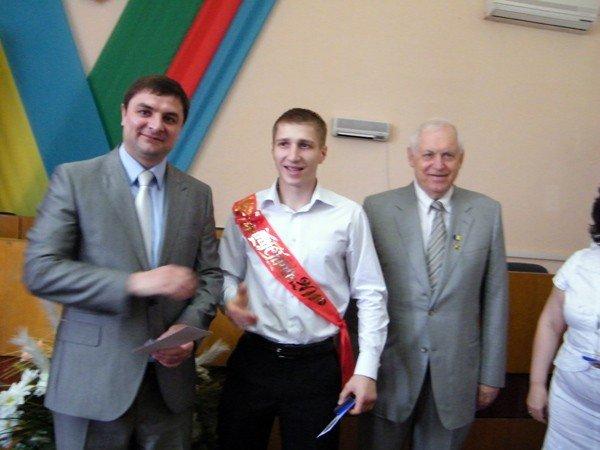 Успехи системы образования Горловки: среди нынешних выпускников 97 медалистов, фото-4