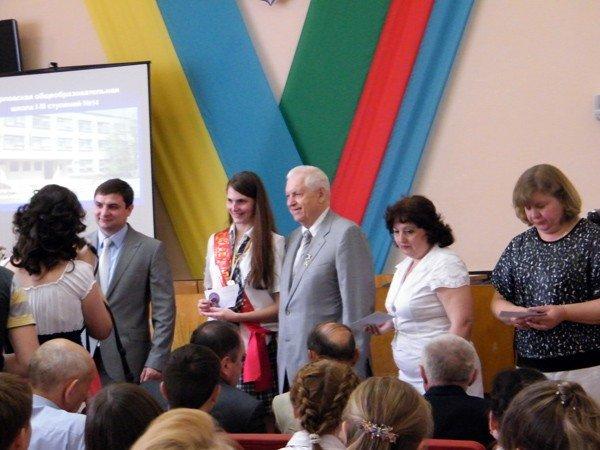Успехи системы образования Горловки: среди нынешних выпускников 97 медалистов, фото-5