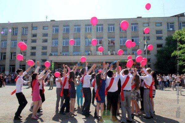 Фоторепортаж: Выпускники Симферополя празднуют окончание школы, фото-10