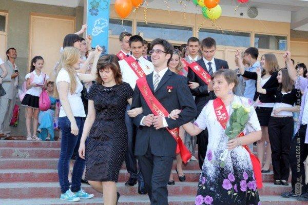 Фоторепортаж: Выпускники Симферополя празднуют окончание школы, фото-2