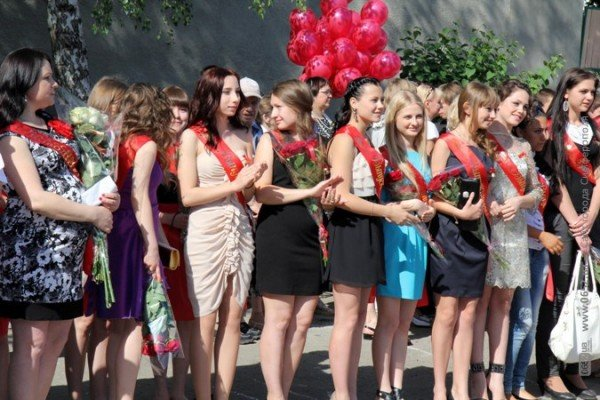 Фоторепортаж: Выпускники Симферополя празднуют окончание школы, фото-3
