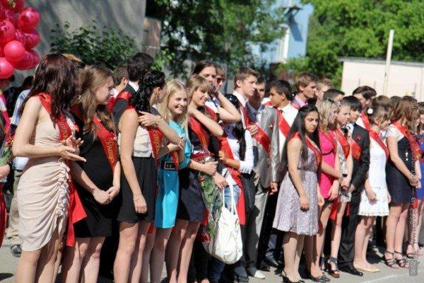 Фоторепортаж: Выпускники Симферополя празднуют окончание школы, фото-4