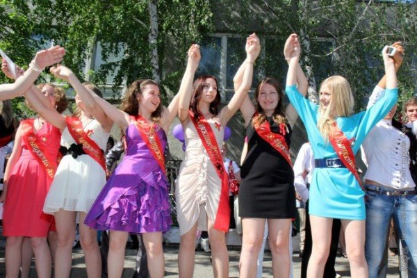 Фоторепортаж: Выпускники Симферополя празднуют окончание школы, фото-7