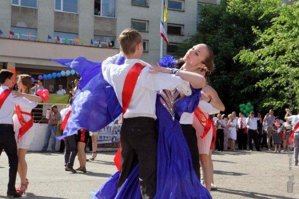 Фоторепортаж: Выпускники Симферополя празднуют окончание школы, фото-8